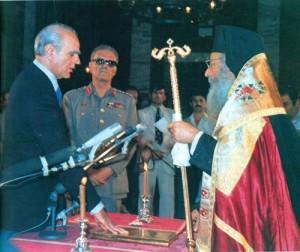 """Η ευόδωση ενός """"αφανούς"""" αγώνα: ξανά πρωθυπουργός, με τις ευλογίες της χούντας που καταρρέει (23/7/1974)"""