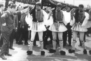 """""""Άντε μωρ' Γιώργη, Παπαδόπουλε, καμάρι της Ελλάδας, μωρέ..."""""""
