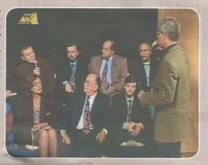 Ο «Περίανδρος» Ανδρουτσόπουλος με κοστούμι τηλεόρασης, λίγο πριν φορέσει τη στολή του φαλαγγάρχη