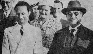 Ο Μεταξάς περιχαρής στο πλευρό του υπουργού προπαγάνδας του Χίτλερ, του Γκαίμπελς, κατά την επίσκεψη του τελευταίου στην Αθήνα, στις 21/9/1936…