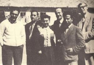 Ο Λογοτεχνικός Κύκλος το 1956 στο Ντεζ της Ρουμανίας. Από αριστερά: Μήτσος Αλεξανδρόπουλος, Κώστας Μπόσης, Έλλη Αλεξίου, Τάκης Αδάμος, Νίκος Κυτόπουλος, Απόστολος Σπήλιος.*