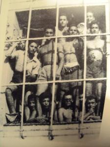 πολιτικοι κρατουμενοι φυλακες πετραλωνων